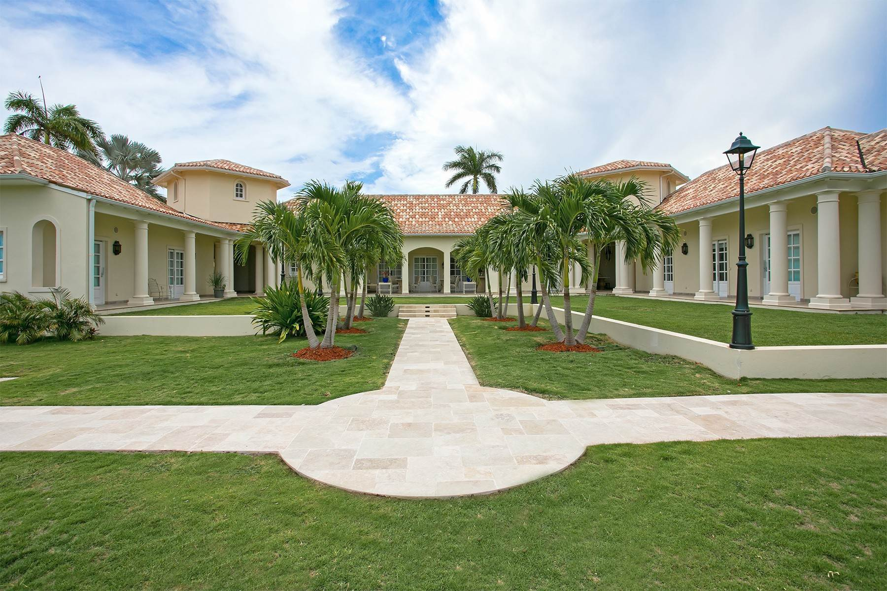 37. Single Family Homes for Sale at Chateau des Palmiers Terres Basses, 97150, St. Martin